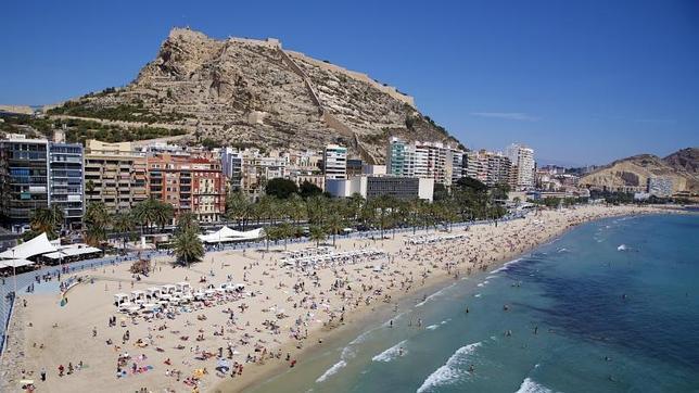 Playa del Postiguet en Alicante (FUENTE: ABC Alicante)
