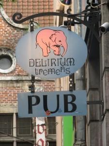 Para una noche de relax y buen ambiente, conviene visitar el pub 'Delirium Tremens', uno de los más conocidos de la ciudad por su variedad en cervezas. (FOTO: Marcelo Costa).