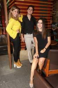 Entrevista a los influencers Joa Peñaherrera (blusa amarilla), Nicole contreras (vestido negro) y Daniel Páez. Quito, 01 de octubre de 2018 Agencia (ag-expreso ag-extra)