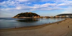 Playa de la Concha, San Sebastián. Es la más céntrica de la ciudad. En su kilómetro y medio de arena blanca priman la elegancia y la urbanidad. (FOTO: Flickr)