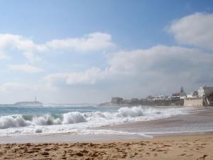 Playa del Faro, Cádiz. Playa virgen de 3 kilómetros con una hermosa arena dorada. (FOTO: Pixabay)