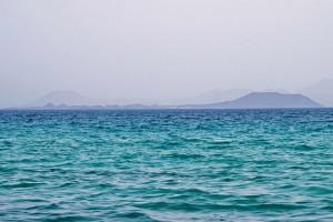 Playa Mujeres, Lanzarote. Ubicada en pleno Parque Natural Protegido de los Ajaches. Perfecta para quien quiera relajarse lejos del ruido de la ciudad.
