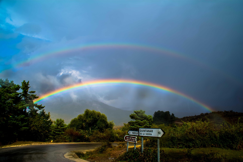 Doble arcoirís sobre la Sierra de Neila