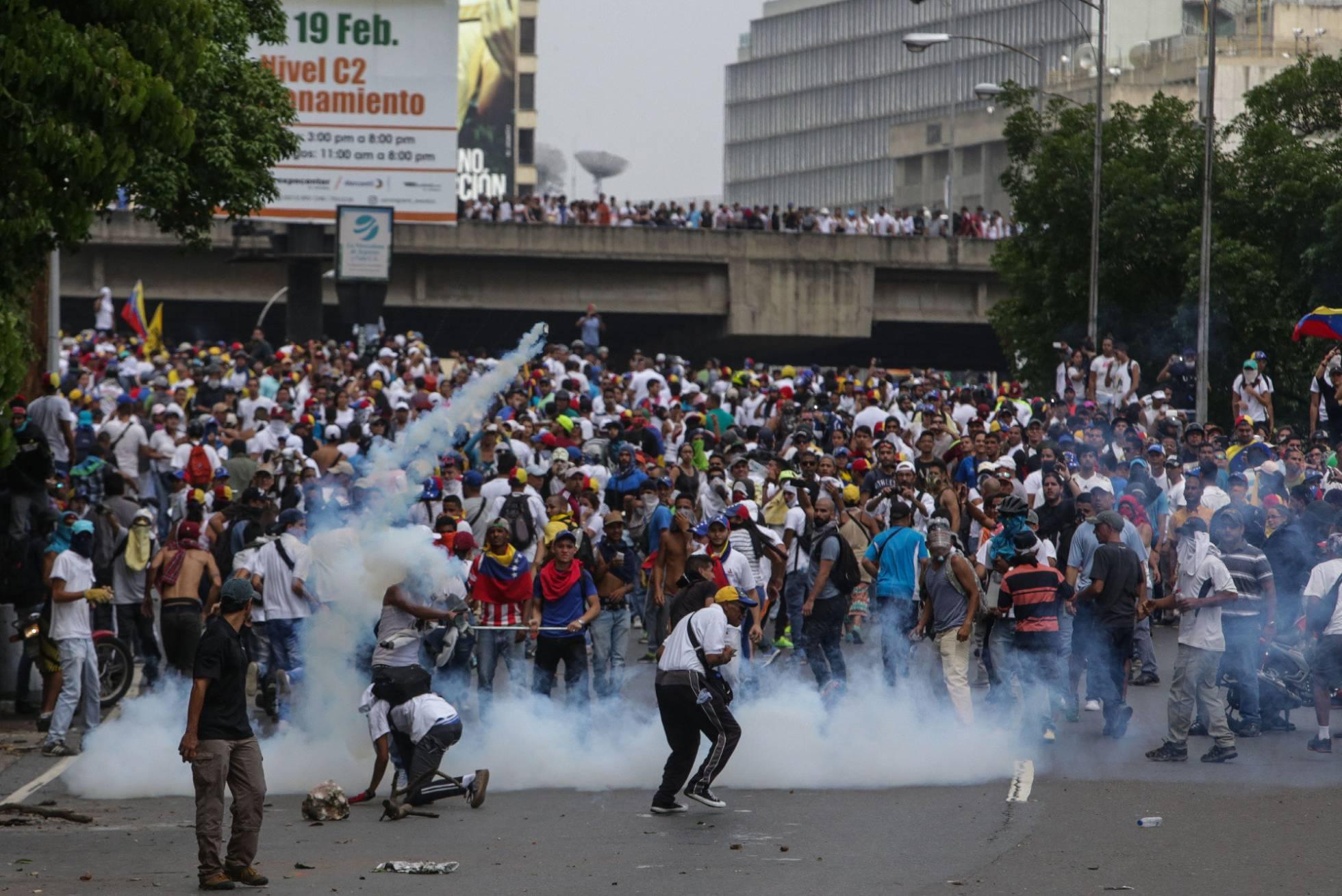 Escenas como esta cada vez son más frecuentes en la golpeada Venezuela. ® EFE