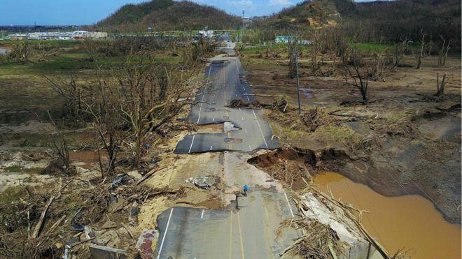 Carretera destrozada en San Juan. FUENTE: BBC