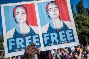 """La gente reacciona apoyando a Rackete. """"Rescue is not a crime"""", dicen. FUENTE: El Mundo."""
