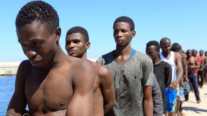 """""""Fui vendido tres veces a traficantes de esclavos"""", dijo Harun Ahmed. FUENTE: BBC."""